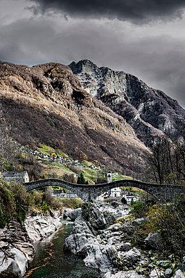 Ponte dei Salti bei Lavertezzo - p248m1503230 von BY