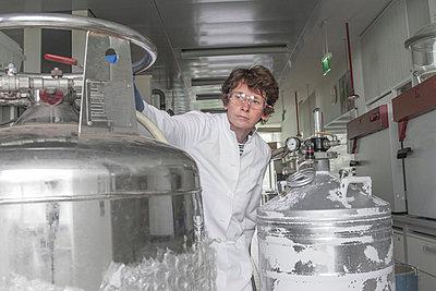 Female chemist in laboratory - p300m950687f by Sigrid Gombert