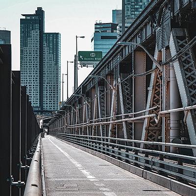 Queensboro Bridge, New York City, USA - p758m2181761 by L. Ajtay