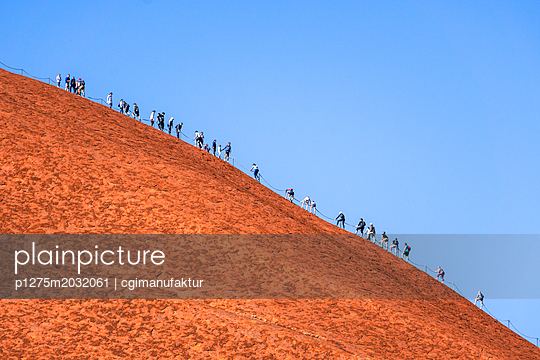 Australien Heiliger Ort Ayers Rock Uluru - p1275m2032061 von cgimanufaktur