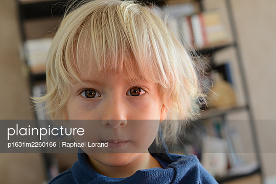Portrait of a toddler - p1631m2260166 by Raphaël Lorand