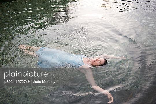 p920m1573749 von Jude Mooney