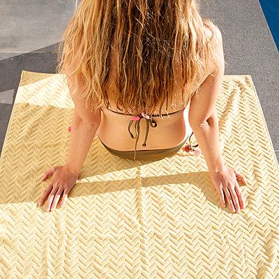 Young woman sunbathing in bikini - p1105m2200696 by Virginie Plauchut