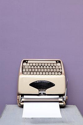Schreibmaschine - p237m911674 von Thordis Rüggeberg