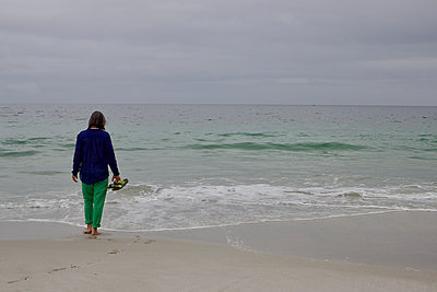 South Africa, Woman on the beach - p1640m2245800 by Holly & John