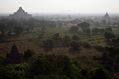 View of temples of Bagan, Burma spreading out across the landscape - p301m730625f by Peter Erlemann