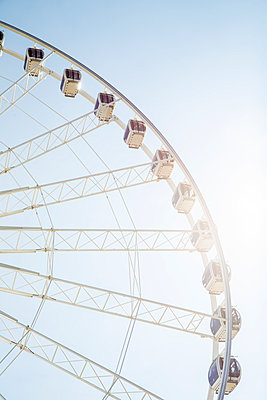 Ferris Wheel - p535m1051252 by Michelle Gibson