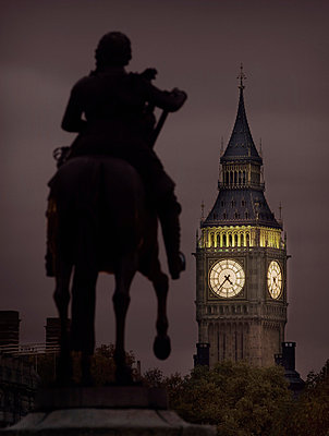 Statue and Big Ben at dusk - p312m672835 by Bruno Ehrs