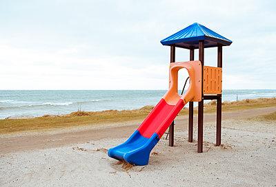 Rutsche am Strand von Fehmern - p432m1556645 von mia takahara