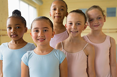 Portrait of smiling girls in ballet studio - p555m1491104 by Mark Edward Atkinson