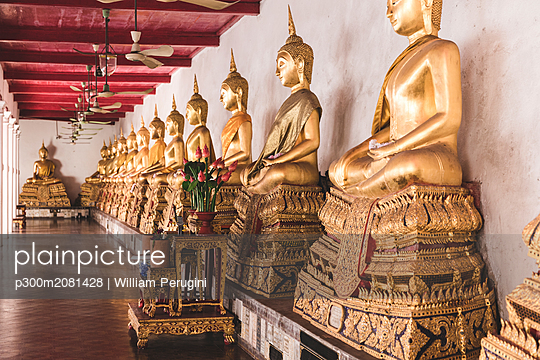 Thailand, Bangkok, Buddah statues in a temple - p300m2081428 by William Perugini