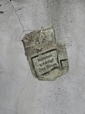 Cigarette packet - p444m1055988 by Müggenburg