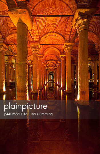 Looking along row of columns inside Yerebatan Sarnici underground cistern; Istanbul, Turkey - p442m839913 by Ian Cumming