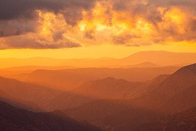Yosemite-Nationalpark, Berge, Sonnenuntergang, Kalifornien - p756m2253156 von Bénédicte Lassalle