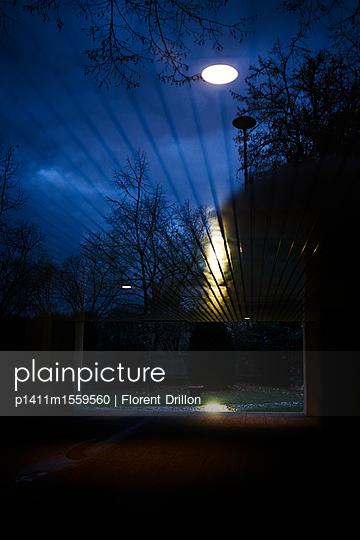 Nachts - p1411m1559560 von Florent Drillon