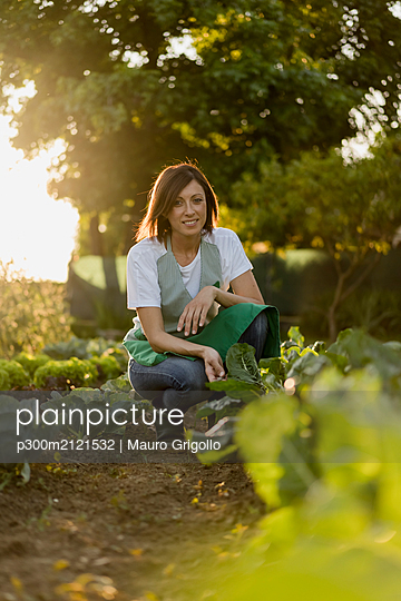 Woman working in her vegetable garden - p300m2121532 by Mauro Grigollo