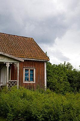 Verlassenes Haus in Schweden - p177m1465960 von Kirsten Nijhof