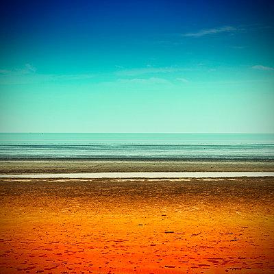 pop beach - p1240m1057437 by Adeline Spengler