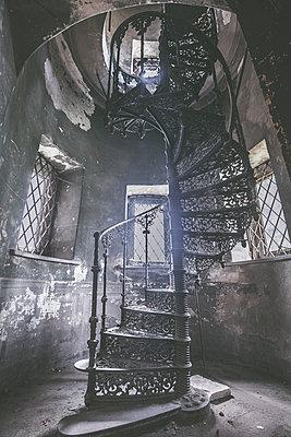 Abandoned Castle - p1512m2037947 von Katrin Frohns