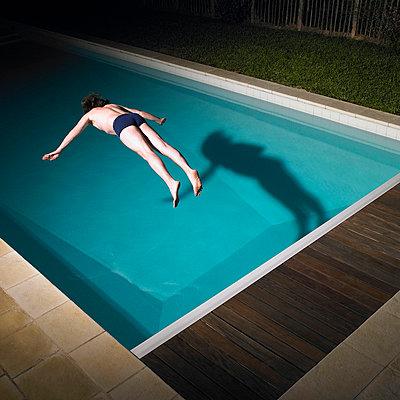 Man diving in swimming pool - p4295620 by Aurelie and Morgan David de Lossy