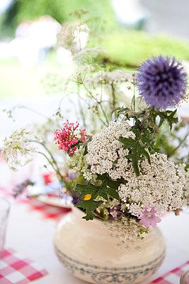 Blumen in Vase - p1195m984744 von Kathrin Brunnhofer
