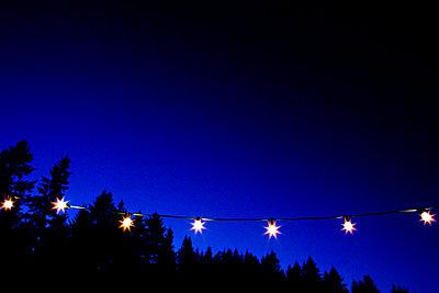 Lichterkette bei Nacht - p5820010 von our labor of love