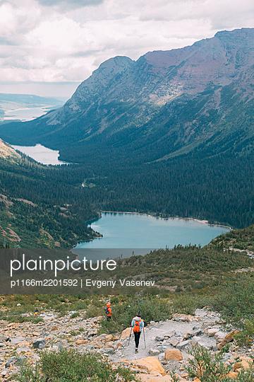 Hikers near lake, Glacier National Park, Montana, USA - p1166m2201592 by Evgeny Vasenev