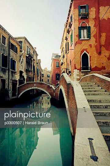 Kanal in Venedig - p3300507 von Harald Braun