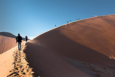 Düne in der Wüste - Namibia - p1486m2037627 von LUXart