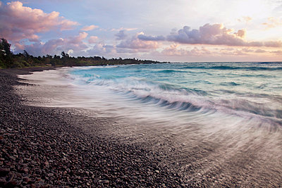 Hawaii, Maui, Hana, Dramatic seascape of Hana's black sand beach. - p442m860372 by Jenna Szerlag