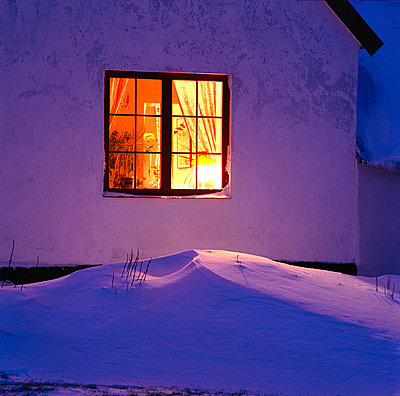 Light from a window - p4690809 by Peter Gerdehag