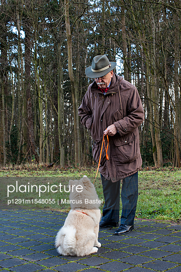 Man with dog - p1291m1548055 by Marcus Bastel