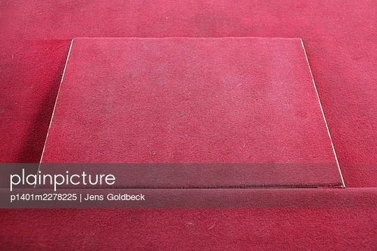 Red carpet - p1401m2278225 by Jens Goldbeck