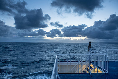 Fähre auf dem Nordatlantik - p1354m2278829 von Kaiser