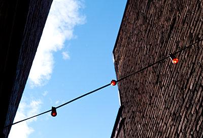 Lichterkette - p240m1207239 von Valerie Wagner