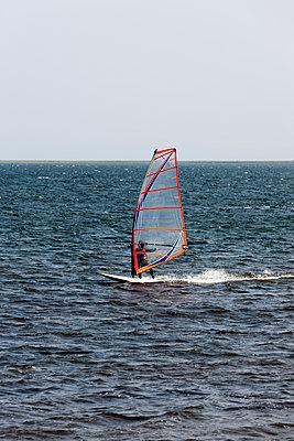 Windsurfer - p248m949462 von BY
