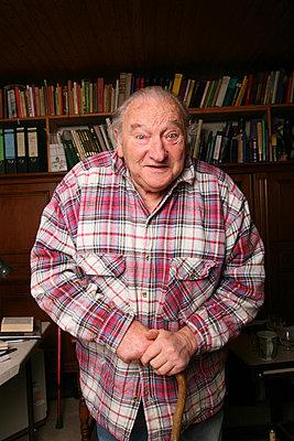 elderly man - p165m880999 by Andrea Schoenrock