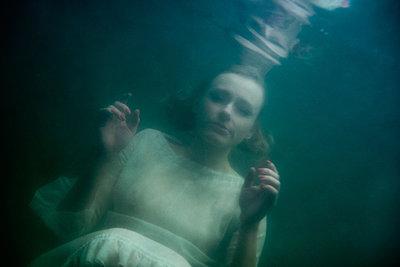 Under water - p427m944823 by Ralf Mohr