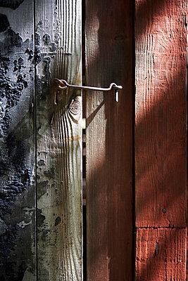 Close-up of door lock - p528m718567f by Dan Lepp