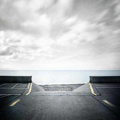 Gap in the wall - p1137m940665 by Yann Grancher