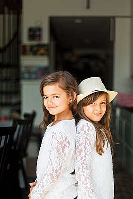 Portrait of two girls in Sweden - p352m1536625 by Calle Artmark