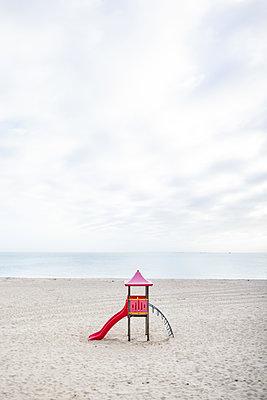 Rutschbahn am Strand von Hörnum - p741m2254121 von Christof Mattes