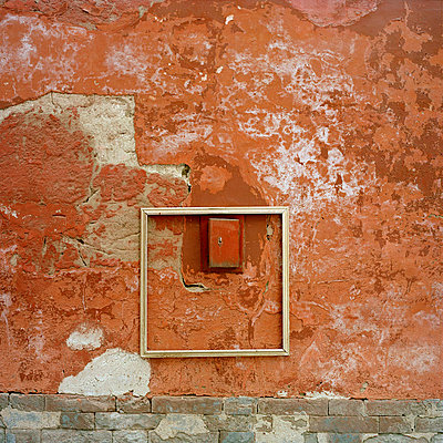 Abgeblätterte Wand - p949m658276 von Frauke Schumann