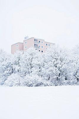 Hochhaus im Winter - p1149m1550399 von Yvonne Röder