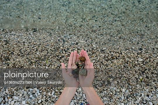 Woman holding sea stones - p1363m2231906 by Valery Skurydin