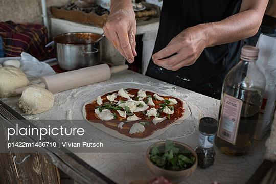 Homemade Pizza - p1422m1486718 von Vivian Rutsch