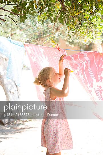 Hanging towels - p454m2163878 by Lubitz + Dorner
