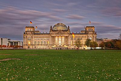 Germany, Berlin, Berlin-Tiergarten, Reichstag building - p300m1206175 by Günter Flegar