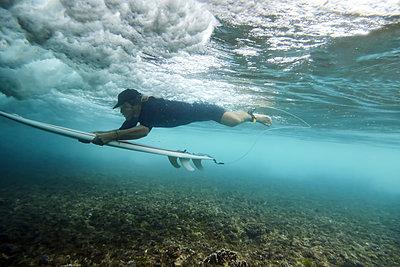 Underwater view of surfer - p1166m2141054 by Cavan Images