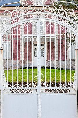 White gate - p248m982875 by BY